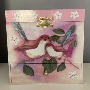 Beautiful child's wind up jewelry box.